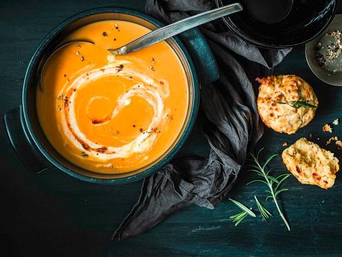recette:-soupe-à-la-patate-douce-et-muffins-au-fromage- -fooby