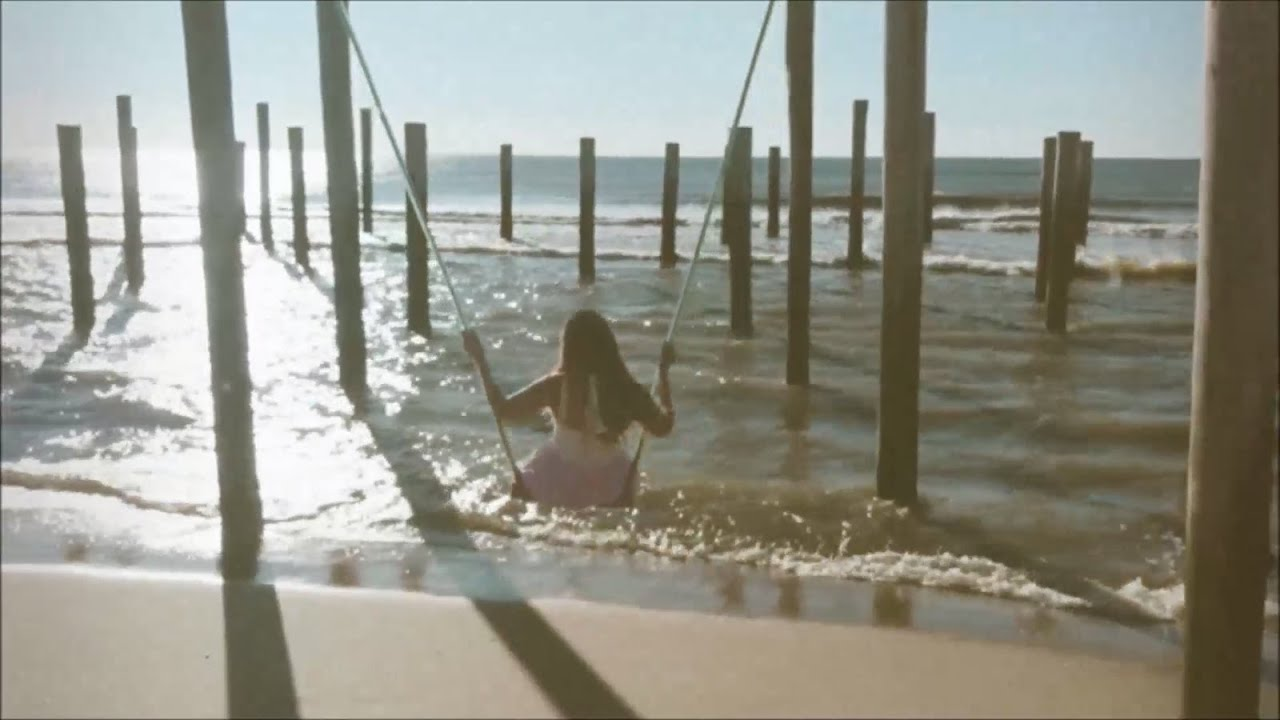 I want to kiss you in front of the ocean - Amber Alora (official video)