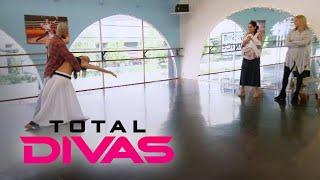 "Nikki Bella's ""DWTS"" Rehearsal Turns Into a Family Affair | Total Divas | E!"