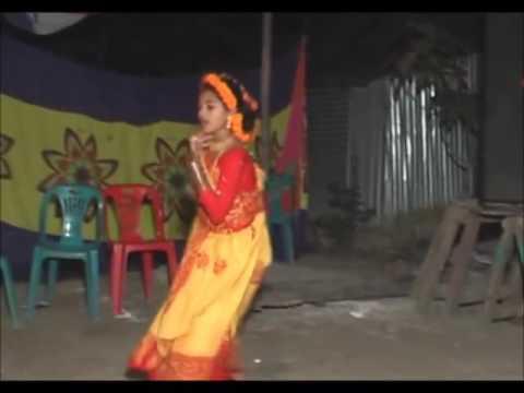 bangladeshi GRAM BANGLAR mon matano dance at gaye holud party