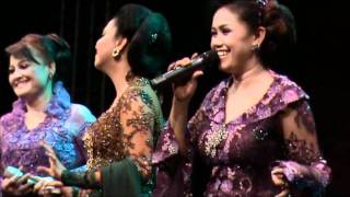 Jali2 - Sundari Soekotjo, Tetty Supangat and Esti Singer - Tong2 - Malieveld Den Haag May 2011