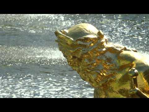 St Petersbourg : Peterhof  des jardins, fontaines et statues à découvrir