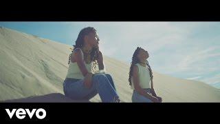 Смотреть клип Chloe X Halle - Fall