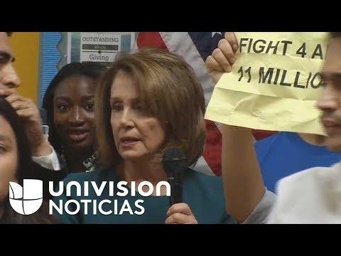 Dreamers interrumpen una conferencia de Nancy Pelosi para presionarla