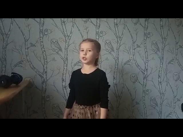 Изображение предпросмотра прочтения – УльянаСтолыпина читает произведение «Нивы сжаты, рощи голы…» С.А.Есенина
