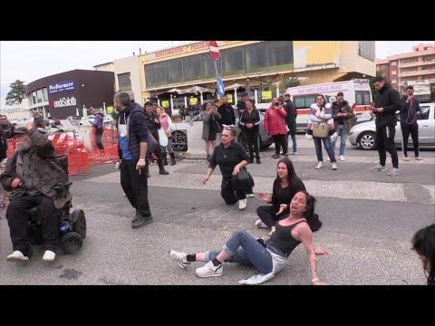 Coronavirus, proteste al carcere di Rebibbia: i familiari dei detenuti bloccano l'ingresso