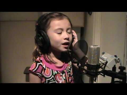 O Holy Night - Incredible child singer 7 yrs old - plz
