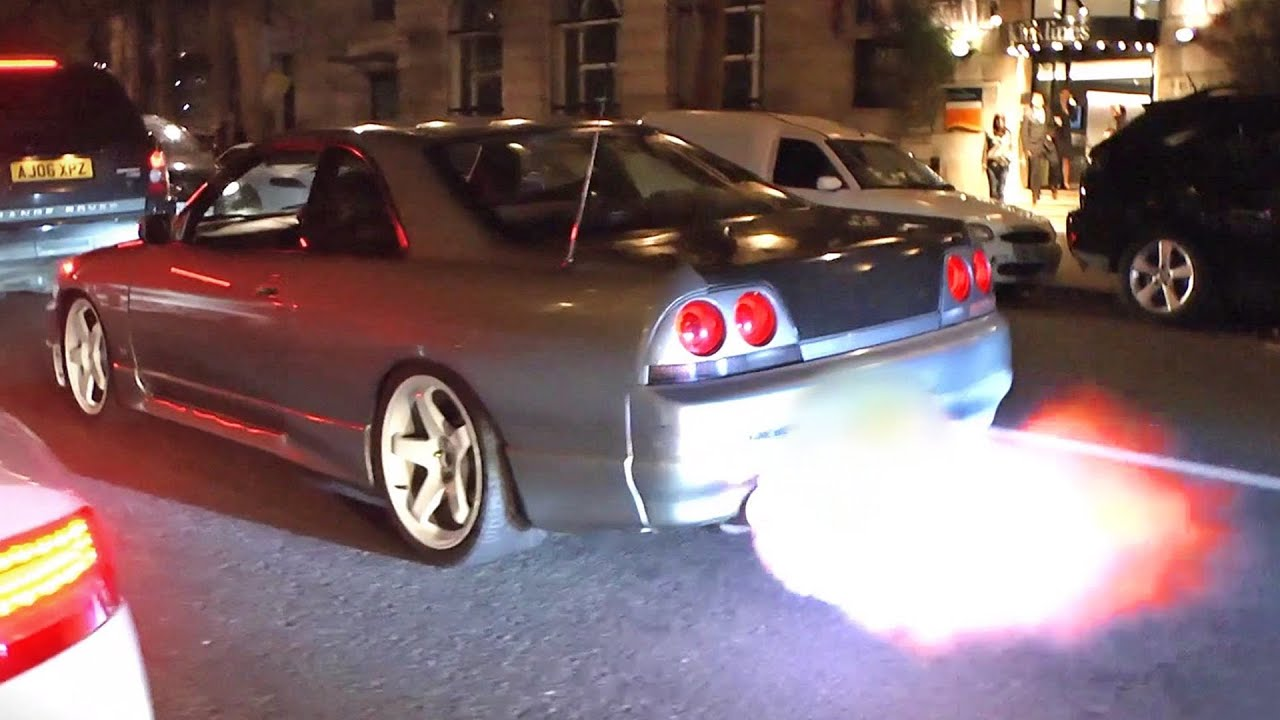 Merveilleux Nissan Skyline R33   Drifting And LOUD Flames!   YouTube