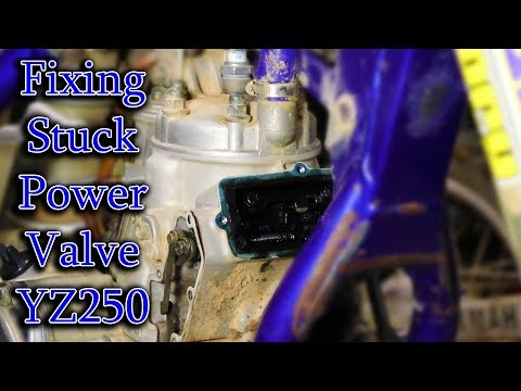 Cleaning YZ250 Stuck Powervalve