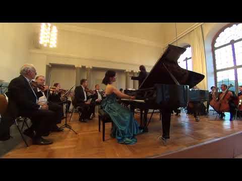 Misora Ozaki: Chopin Piano Concerto #1 Op.11