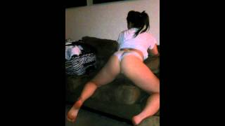 White gurl twerks for a place to stay MUST SEE..