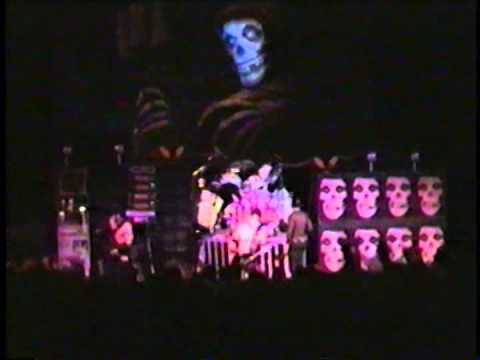 Misfits - Live @ Crest Theatre, Sacramento 27/1/2000 Part I