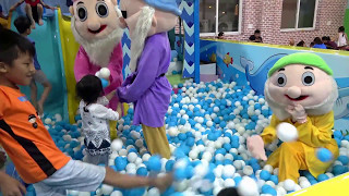 Indoor Playground with colorful Snow White and the Seven Dwarfs play Balls very fun