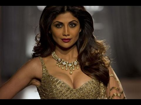 Shilpa Shetty's Photo Shoot for Super Dancer Reality Show thumbnail
