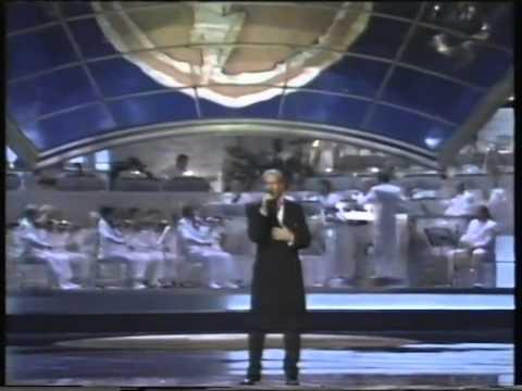 Michael Bolton - Go The Distance (Live)