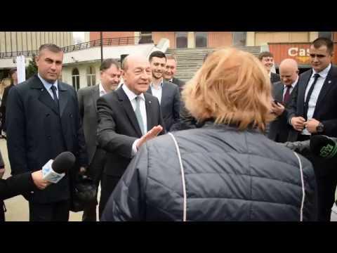 """""""Luați-l pe Plahotniuc la voi!"""" Întrebările unei femei din Bălți către Traian Băsescu"""
