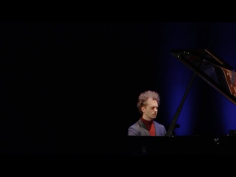 Julien Libeer plays Bach: French Suite No.5 in G major