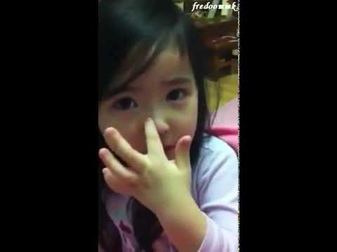 [So cute] Clip bé xin lỗi mẹ - Sub Việt