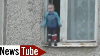 Le cauchemar de tous les parents, un enfant en équilibre au 8ème étage Russie