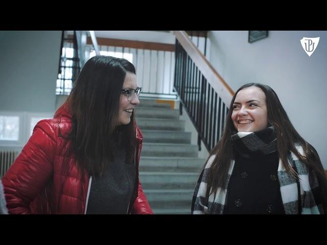dvě smějící se dívky