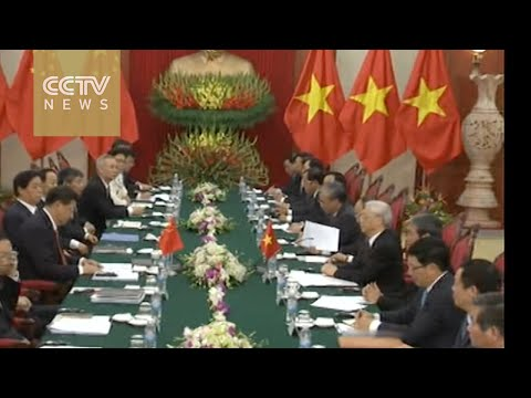 President Xi meets Vietnam's communist party's general secretary