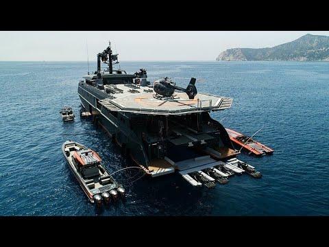 Для миллионеров создали яхту сопровождения похожую на авианосец
