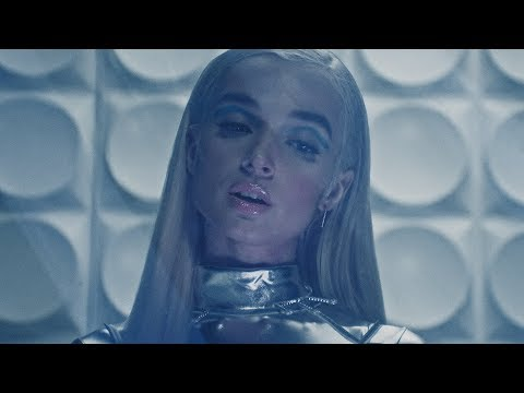 POPPY - Fill The Crown (Official Music Video)