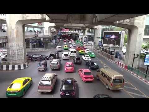 Mitten in Bangkok unterwegs zur Central World Plaza