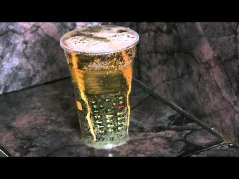 Sonim XP1300 Core плува в бира