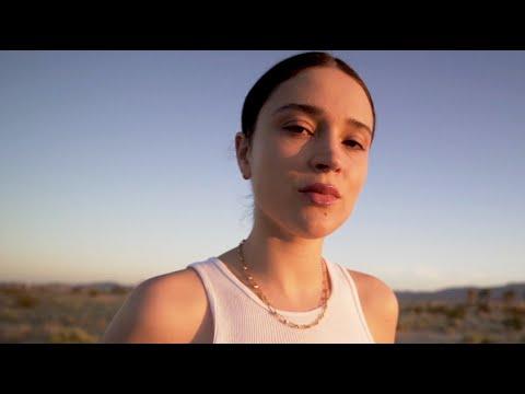 Youtube: Lolo Zouaï – Beautiful Lies (Cold)