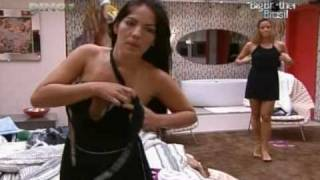 Repeat youtube video Ops! Anamara mostra o seio - Big Brother Brasil 10