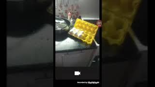 Видео для тех кто не умеет жарить яйца