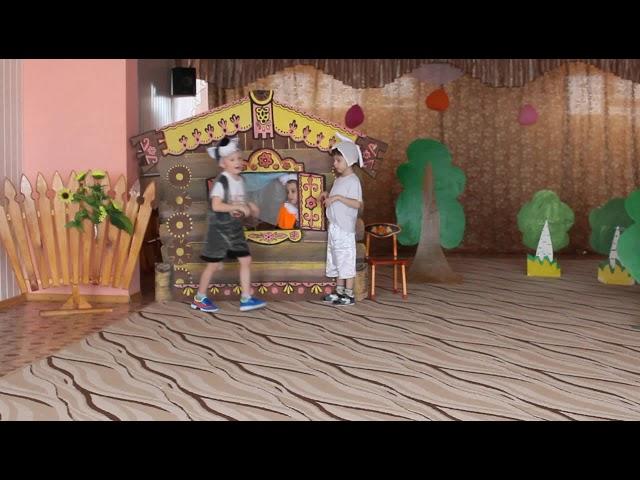 Изображение предпросмотра прочтения – НатальяПихтимиркина читает произведение «Заюшкина избушка» (Русский фольклор )