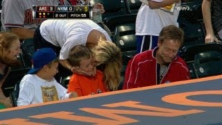 Fan gets foul ball and kisses from his mom