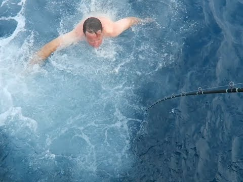 CAPTAIN JUMPS IN WATER TO SAVE BLUEFIN TUNA F/V NEW LO AN