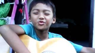 Video Anak kecil nyanyi lagu Cinta Gila sambil main gitar kocak download MP3, 3GP, MP4, WEBM, AVI, FLV Desember 2017
