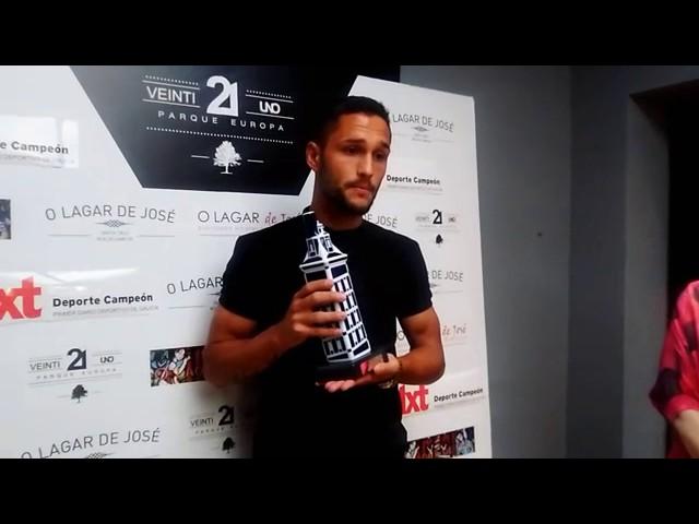 Entrega del Trofeo Víctor Gómez Lage-dxt a Florin Andone