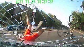 ДТП в Запорожье 26.07.17 Renault и велосипедист с ребенком + видео с регистратора