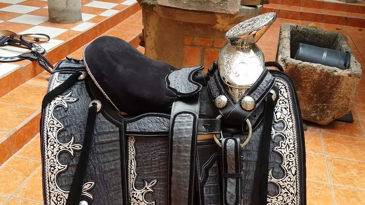Montura azul mezclilla guardas piteadas youtube for Monturas para caballos