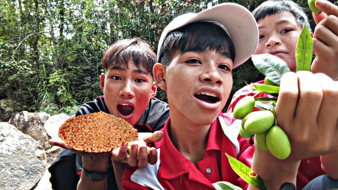Thử Ăn Xoài Rừng Chấm Muối Ớt   Tấu Hài Cực Mặn   Hội TV
