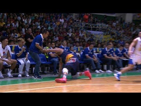 Victolero and Belga share a moment | PBA Philippine Cup 2018
