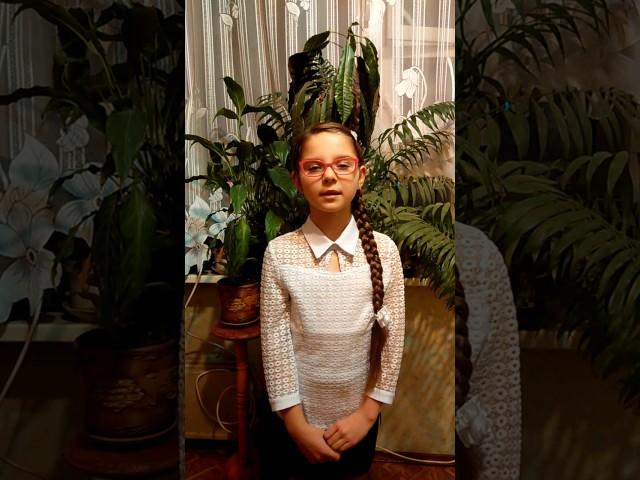 Изображение предпросмотра прочтения – ПолинаДубасова читает произведение «Модное платье» С.В.Михалкова