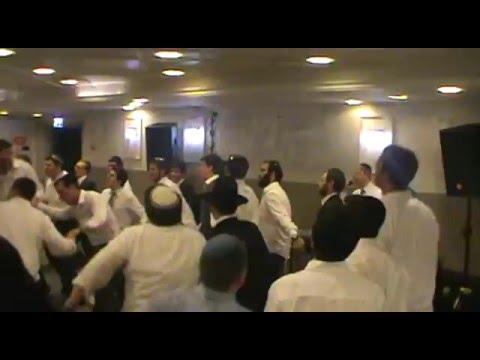 Dovid Lowy- Singing Hashem Melech