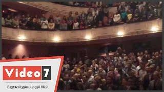 بالفيديو.. جمهور الاوبرا يقف دقيقة حداد على ضحايا باريس قبل ندوة الليلة الكبيرة بمهرجان القاهرة