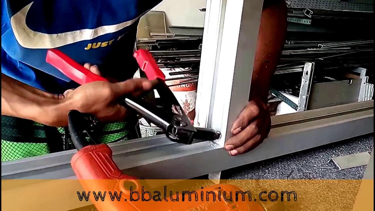 Merakit Kusen Aluminium