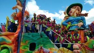 Rock Star, mosaico alitas quebradas, en el carnaval de Pasto 2015, Musical Carlos Yama