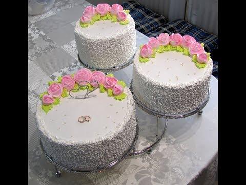 Оформление свадебного торта белково-заварным кремом.