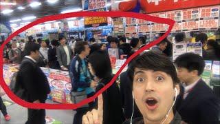 Filas para comprar Pokémon Let's Go na Maior Loja de Eletronicos do Mundo no Japão!