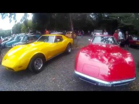 Motors & Café (sesquière à Toulouse). rassemblement moto, Ferrari, corvette, dodge...