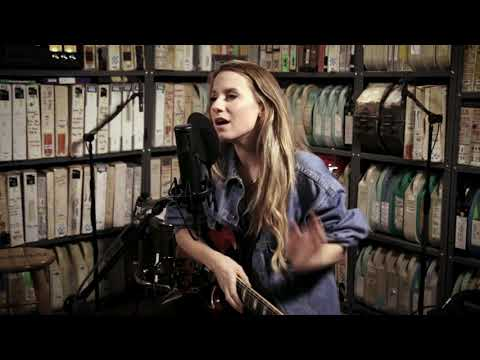 Download Caitlyn Smith - Long Time Coming - 1/17/2020 - Paste Studio NYC - New York, NY Mp4 baru